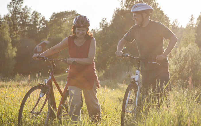 Cyklister i kvällssol
